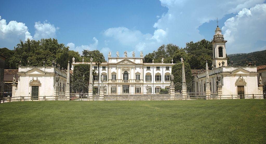 Villa Mosconi Bertani: where Amarone is born by mistake
