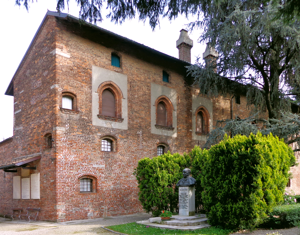 The magic of the Maggiolina: among mushroom houses, igloos, and stilts