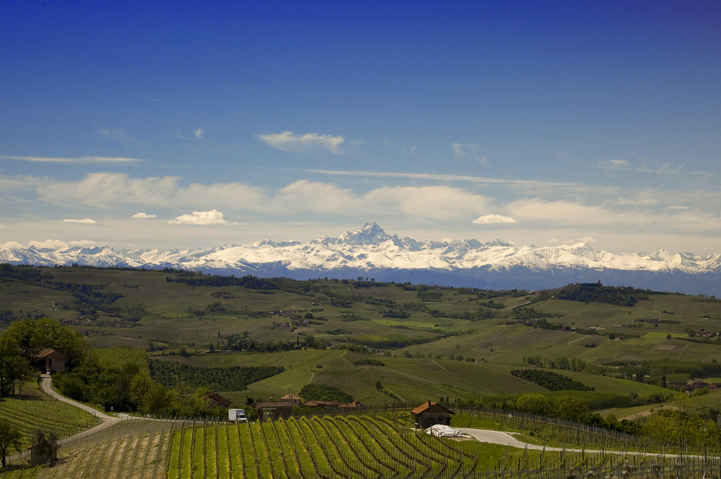 The Langhe, the anniversary of Pavese between moons and bonfires